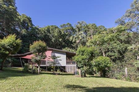Turmeric Gardens: Piccabean Cottage - Palmwoods - Bed & Breakfast