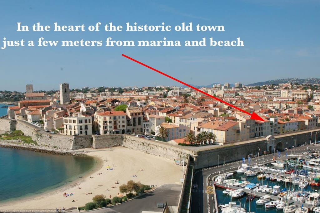 The best location in old town : between marina and beach