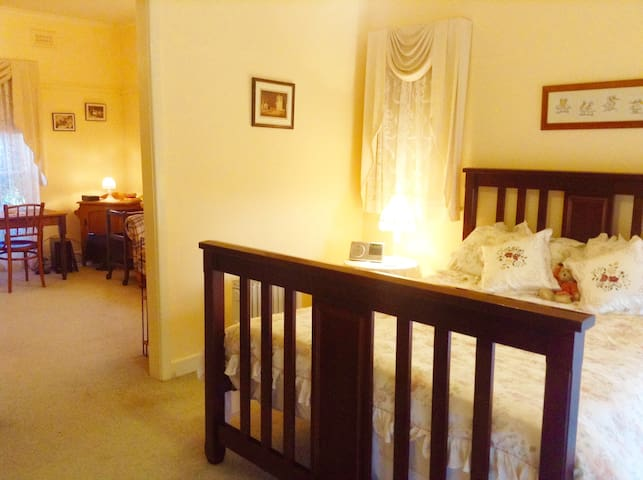 The Ivory Suite - Cowes Cottages