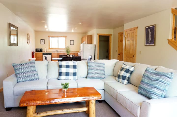The Aspen - Comfort Two Bedroom Condo