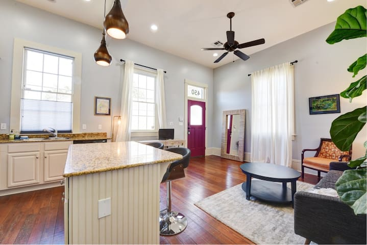 Beautiful Mid-City Guest Home