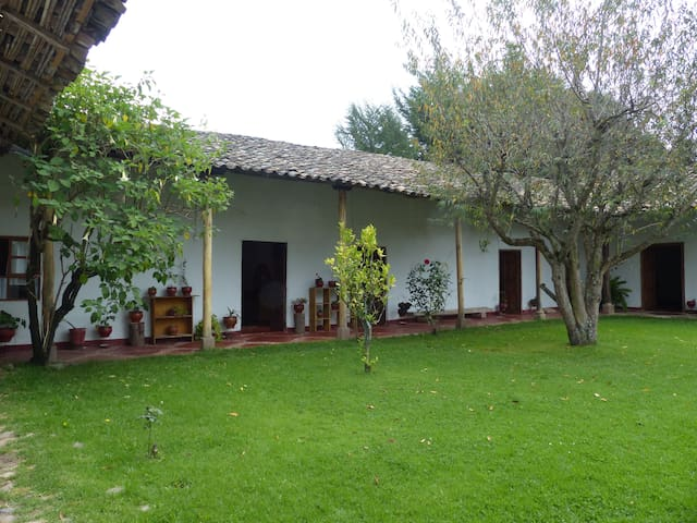 Casa de campo con tres habitaciones - Baños del Inca - Dom