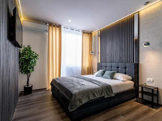 New spa luxury app with sauna, hot tub & garage