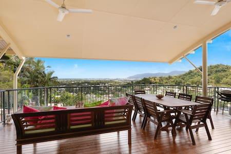 ❤️OMG!! Those Views, Amazing Family Home & Pool!❤️