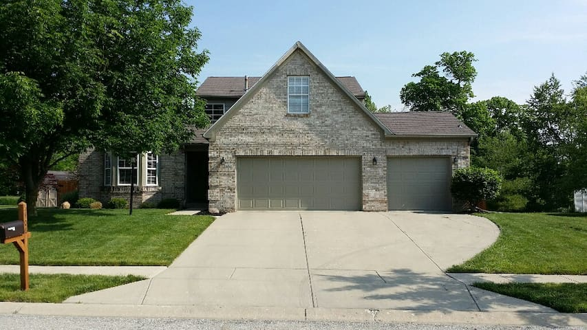 Large home close to Morse Lake and Westfield Park - Noblesville - Casa