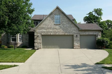 Large home close to Morse Lake and Westfield Park - Noblesville - 獨棟