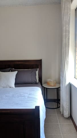Entire 2 bedroom unit in Mile End - 5 mins to CBD!
