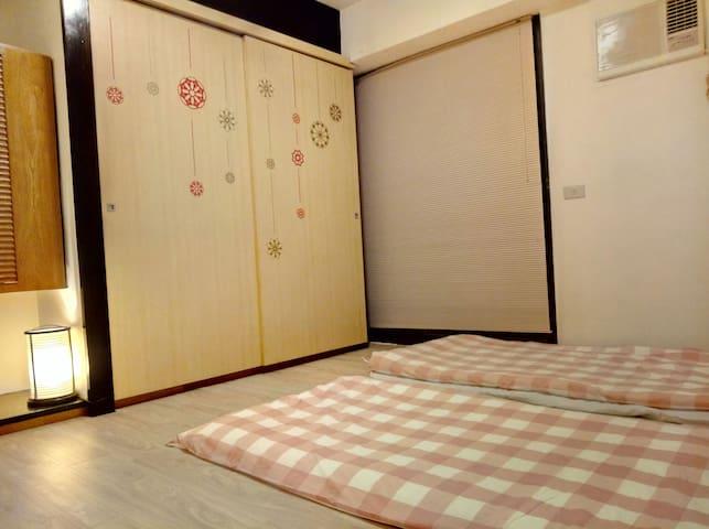 日式小卧房有衣櫃/冰箱/茶几