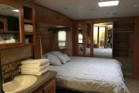 Glaicer View cabins  Big Horn Luxury  Camper