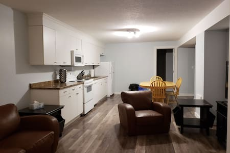 Spacious 2 bedroom Clean Comfortable Suite