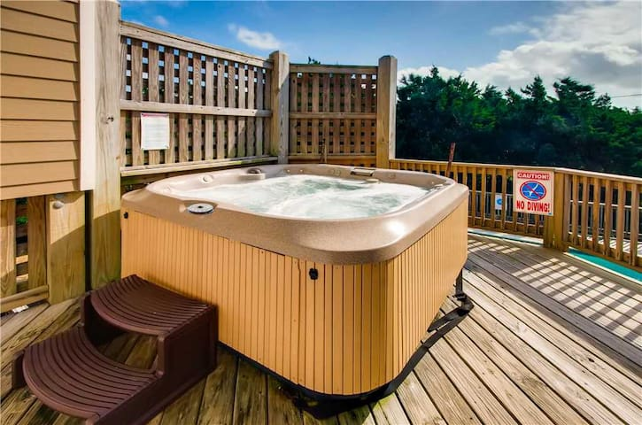 Surf-or-Sound-Realty-Sand-Dollars-700-Hot-Tub