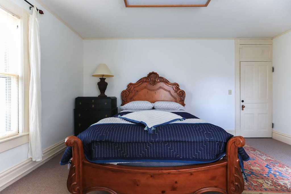 Eliza Room, queen size bed with high count cotton sheets