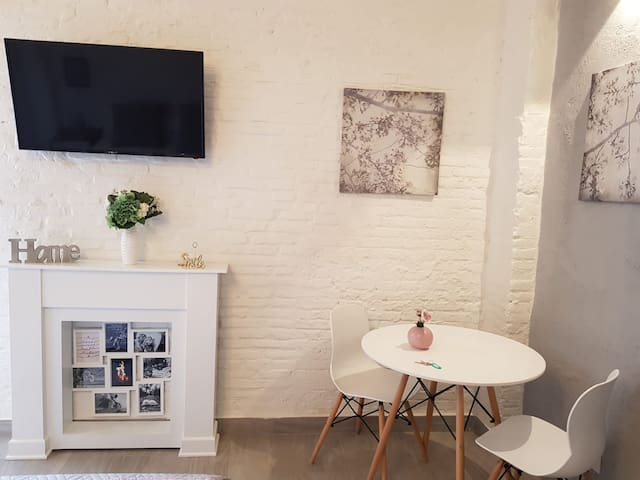 Cozy Apartment with Terrace - WIFI Free (F1)