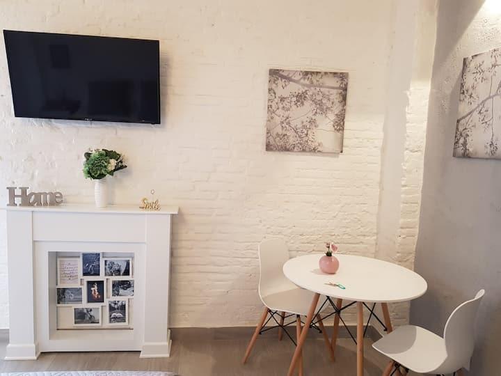 Bonito Alojamiento con terraza - WIFI gratis (F1)