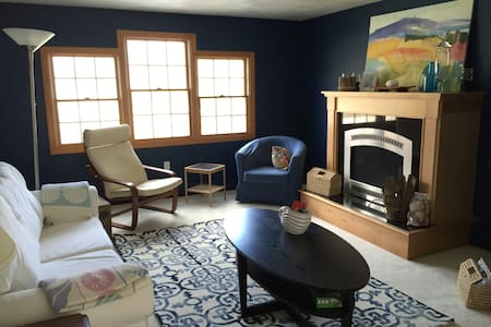 Ideal Jamestown Home - Stones Throw to Everything