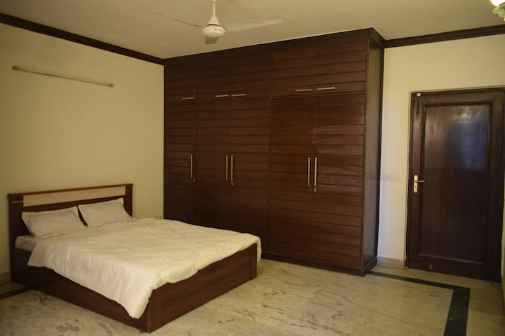 Deluxe AC Double Bed Private Room @Greater Kailash