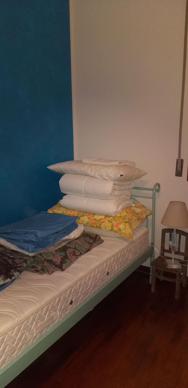 Appartamento con mobili e stoviglie pronto per voi