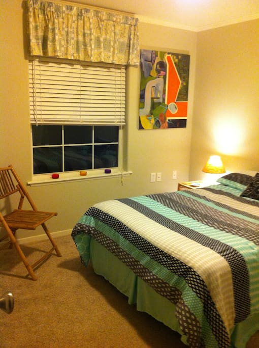 1 Bed with Closet