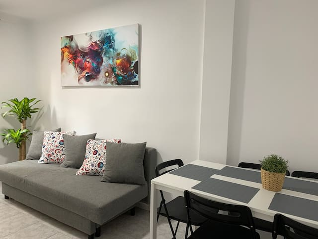 Modern flat well connected to city center ✨