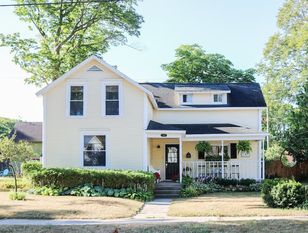 Renovated in-town house near beach and downtown!