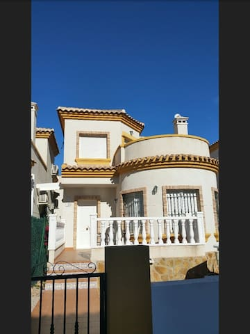 Lovely 3 bedroom with air-con villa - Los Montesinos - House