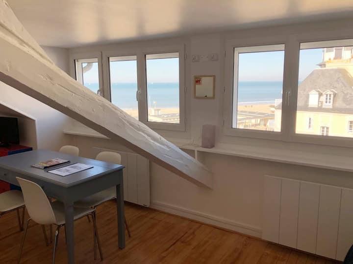 Bord de plage, grand studio avec superbe vue mer