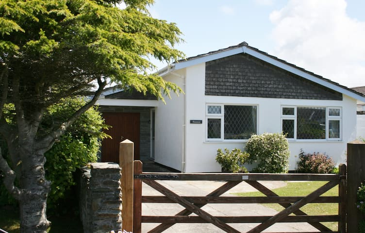 SPECIAL OFFER LATE JULY Seamist 4 star family home