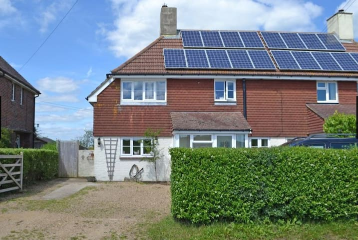 A Beautiful Home from Home in Remote West Sussex - Greatham - Huis