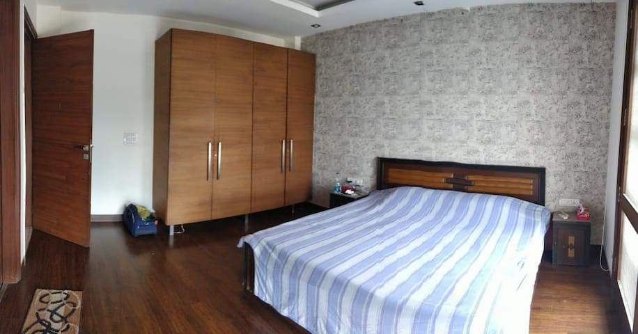 Spacious private Room in the best part of Delhi