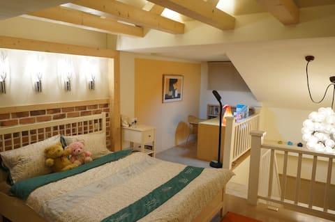 小葉-懶人-溫馨寬敞的閣樓套房,青山綠樹景色,適合宅度假,遠距辦公室。
