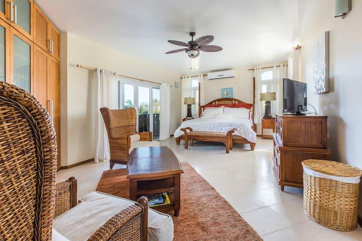 2 Bedroom Condo Steps to Conde Naste TOP BEACH