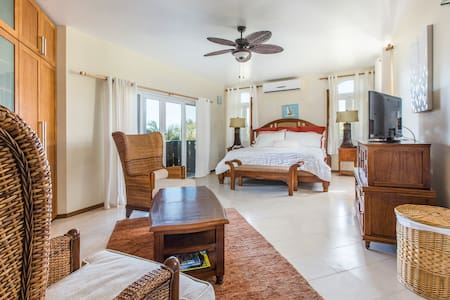 2 Bedroom Condo Steps to Conde Naste TOP BEACH