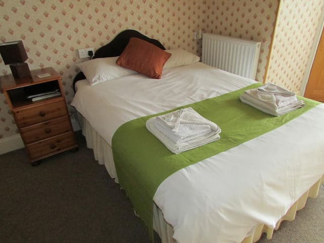 Comfortable Ensuite Double Room in Friendly B&B