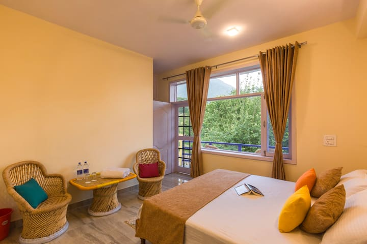 Deluxe Double Private Room @ goStops Amritsar