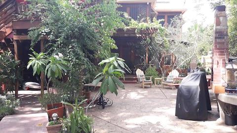 Isolation Perfection! Garden apartment, 30 day min