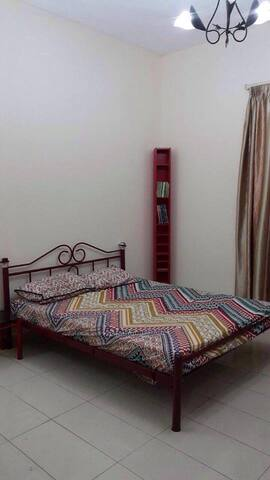 Double room, Amazing Location, Private bathroom - Sharjah - Apartamento