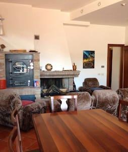 Monolocale ingresso autonomo divanoletto e camino - Appartamento