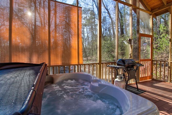 Dog-friendly cabin w/ private hot tub & grill on the deck plus wood fireplace