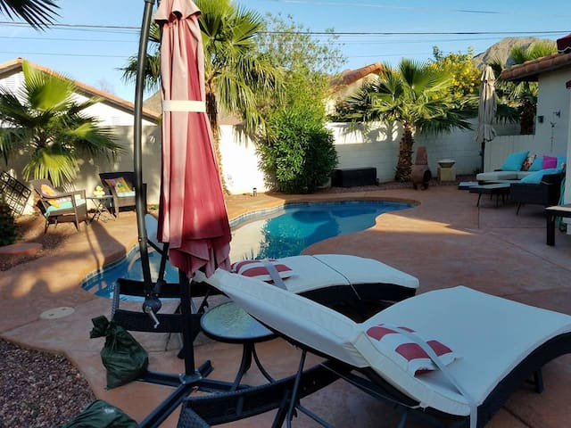 Safe ,Clean , Luxurious La Quinta Cove Hideaway !
