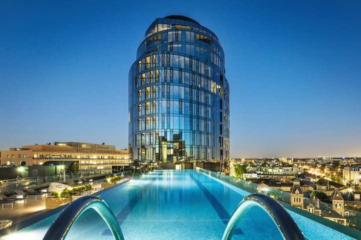 Modern Apt Premium Building-WiFi,Pool,Gym