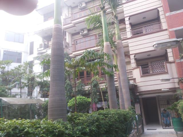 RAI SAHIB SERVICE APARTMENT Kalkaji New Delhi