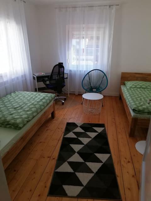 Modernes Gästezimmer im Leinebergland
