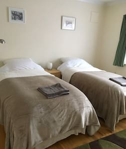 Spacious twin-bed room close to the South Downs.