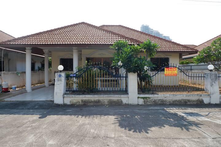 House for rental Pattaya near Chomtien beach.