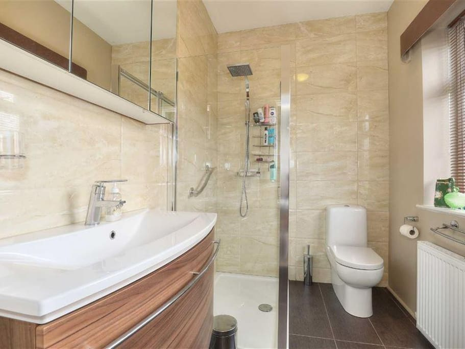 En suite Bathroom for Master bedroom