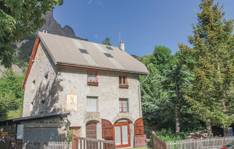 Holiday cottage with 3 bedrooms on 106 m² in Le Monetier les Bains
