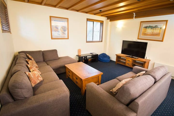 Enzian Hotel on Mt Buller - Three Bedroom Apartment
