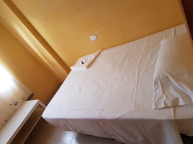 Double room with private bathroom - Vecindario