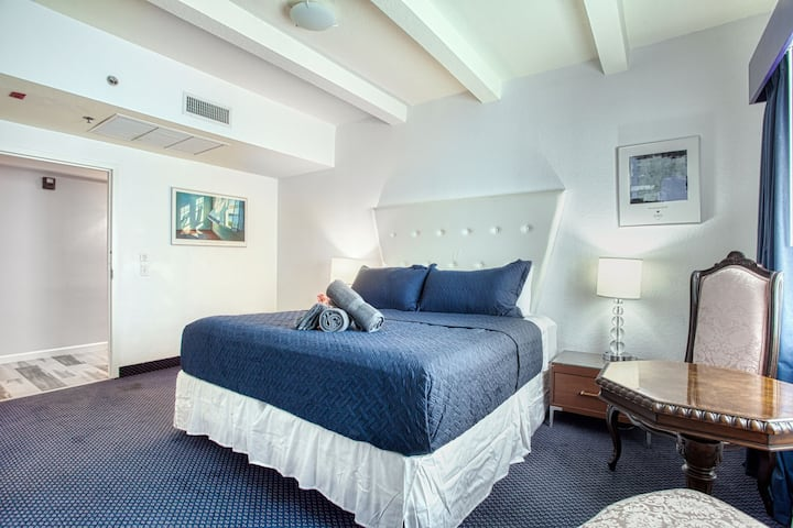 Suite with King Bed, Walking Distance to Beach!