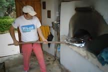 ο φούρνος σε χρήση/The oven in use